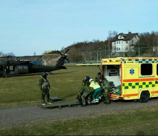 En helikopter och en ambulans
