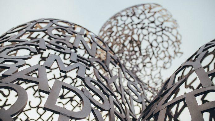 """Foto på konstverket """"House of knowledge"""" av Jaume Plensa"""