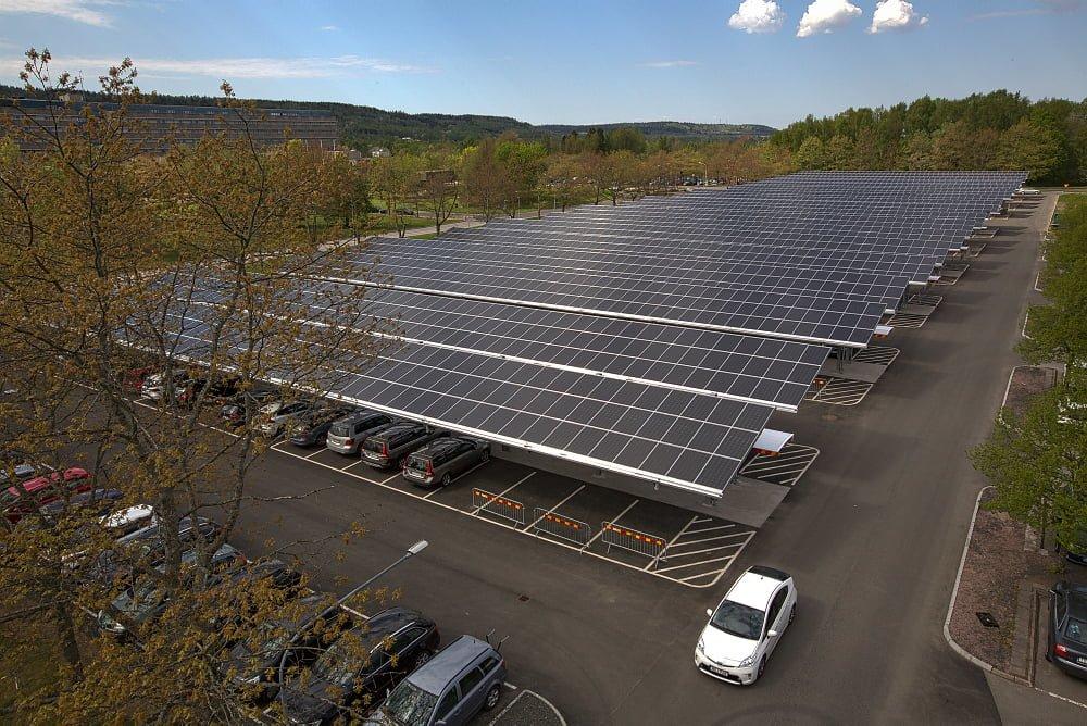 Solcellsparken över parkeringen vid Skaraborgs Sjukhus i Skövde. Foto Västfastigheter