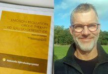 Magnus Skog, sektionschef vid vuxenpsykiatrin på Södra Älvsborgs sjukhus har i många år jobbat med ett nationellt projekt mot självskador. Nu gläds han åt att VGR kan erbjuda hjälp åt allt fler. Foto: Kent Eng och privat.