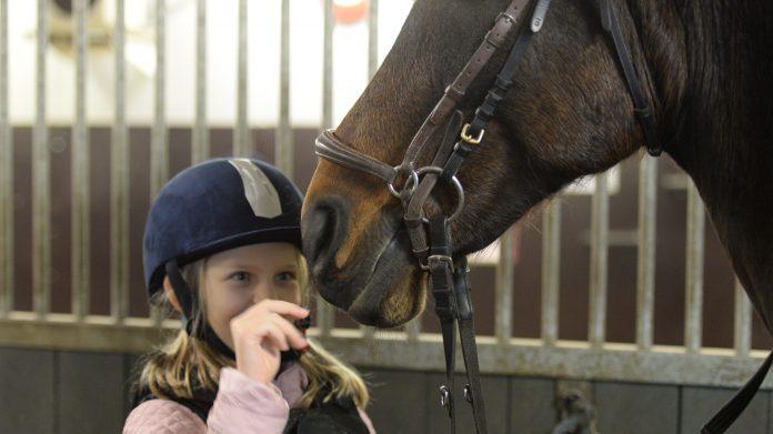 Ellie och hästen Talitha har inga problem med att förstå varandra.Foto: Anna Nyberg