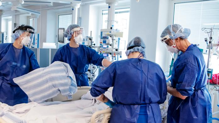 Vårdpersonal under arbete i sjukvården