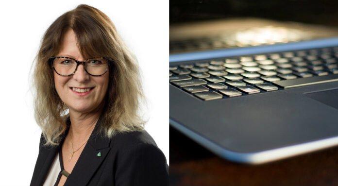 Annika Tännström, regionfullmäktiges ordförande och en dator